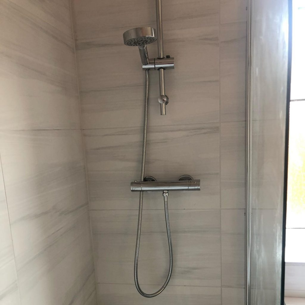 Bathroom Installation (Grey & White) Thames Avenue, Bicester Bicester Property Interiors